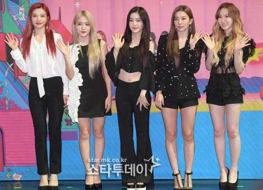 Red Velvet'in resmi light stick'i konuşuluyor