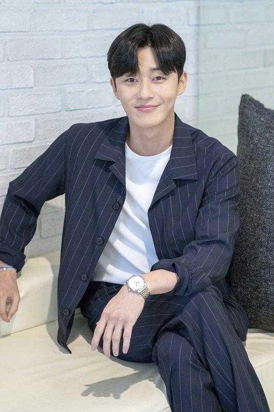 Park Seo Joon, Park Min Young ile sevgili dedikodusunu yeniden yalanladı