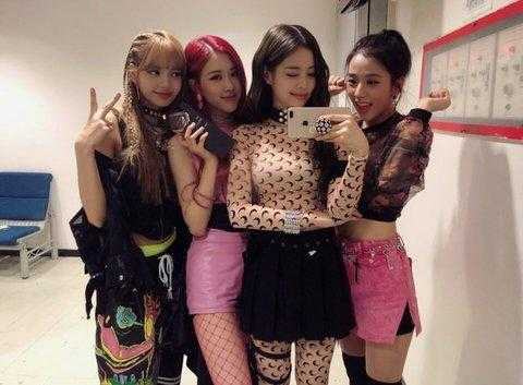 [PANN] Black Pink stilisti sadece Jennie'yi güzel giydiriyor?