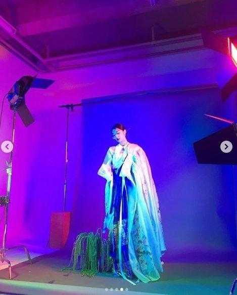 Sulli hanboklu fotoğraf çekiminde muhteşem görünüyor