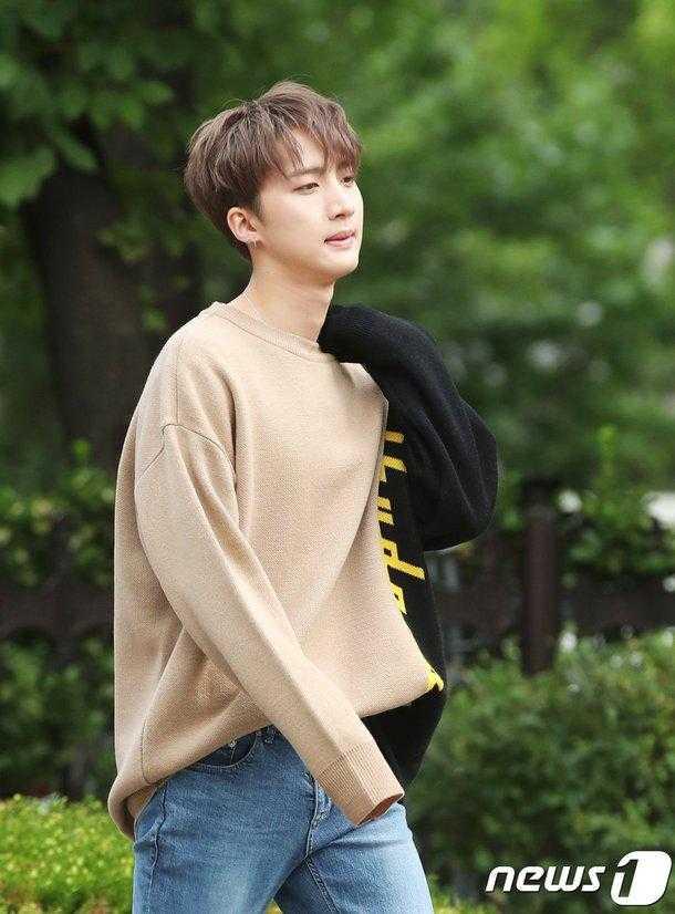 Pentagon Hui 'Music Bank' provalarına giderken görüntülendi
