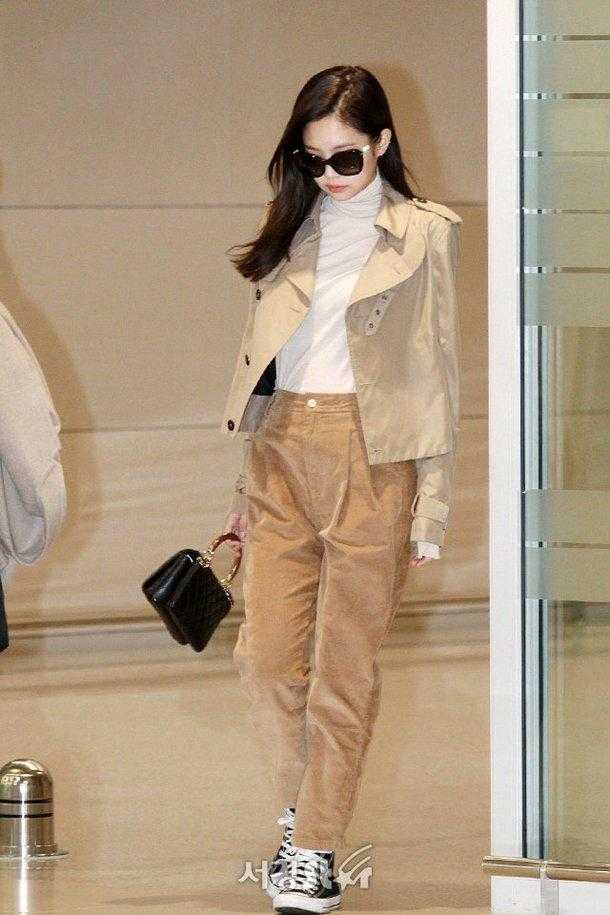 Jennie havaalanında sonbahara hazır giyindi