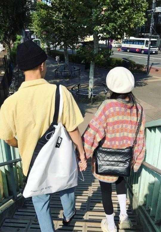 Hyuna ve E'Dawn birlikte gezintiye çıktı