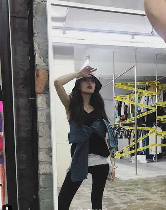 Hyuna'nın taytlı resimlerinde zayıf bacakları ilgi çekti