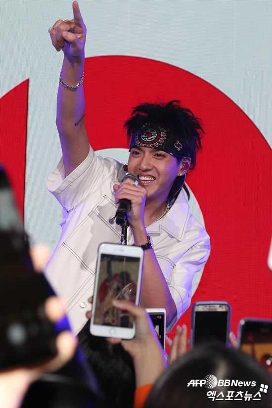 Kris Wu'nun albümü listelerde hile yapılması şüphesiyle iTunes'tan silindi