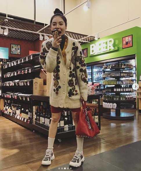 Hyuna günlük hayatın tadını çıkarıyor