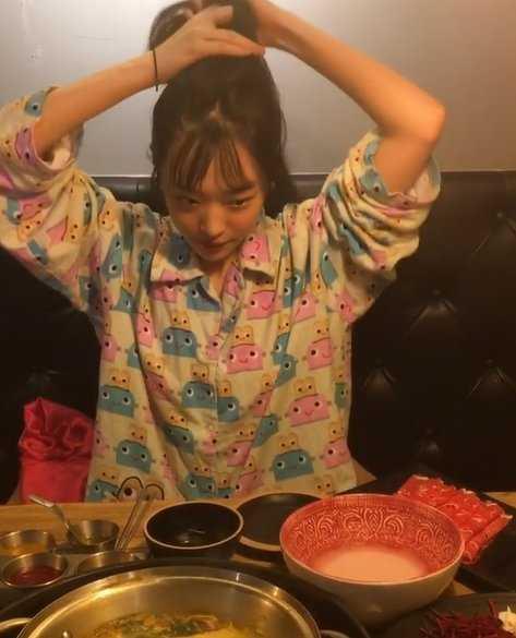 Sulli pijamalarıyla akşam yemeği yemeye gitti