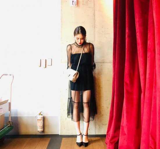 Hayranlar Jun Somi'nin daha az vücut sergileyen kıyafetler giymesini istedi