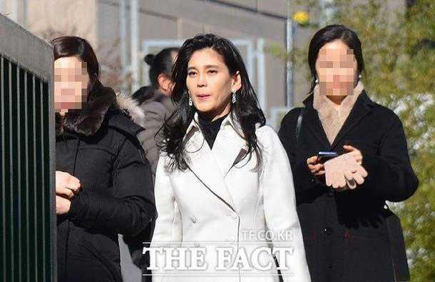 Samsung milyarder iş kadını Lee Boo Jin oğlunun okul etkinliğinde görüntülendi