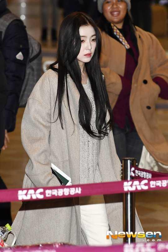 Irene havaalanında tek renk giyindi