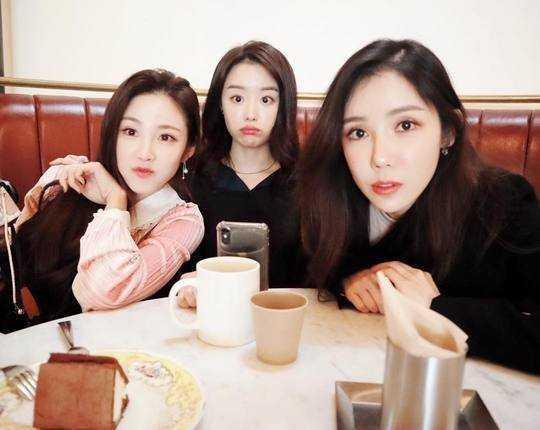 Hyosung, Jieun ve Hana SECRET olarak bir araya geldi