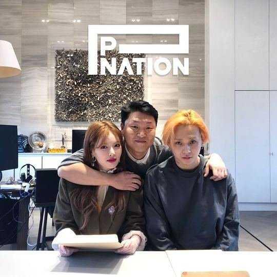 Hyuna ve E'Dawn, Psy'ın şirketi 'P Nation' ile anlaşma imzaladı
