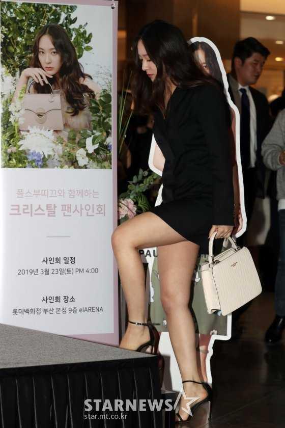 Krystal 'Pauls Boutique' imza gününe katıldı