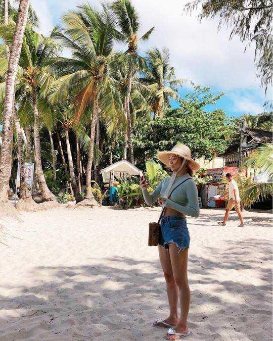 Hyoyeon Boracay sahillerinin tadını çıkardı