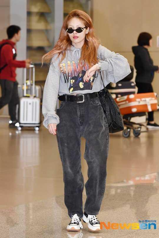 Hyuna havaalanında bol kıyafetler giydi