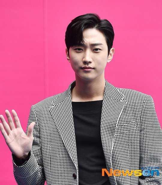 B1A4 Jinyoung'ın Japonya'daki hayran buluşmasındaki bir etkinlik eleştiri alınca iptal edildi