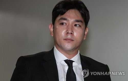 Super Junior hayranları Kangin'den Katalk grubunda olup olmaması hakkında açıklama istiyor