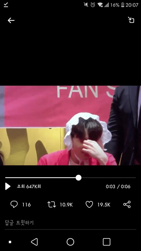 [PANN] BTS imza günlerinde Jungkook'a bebek eşyaları verilmesi hayranları kızdırdı