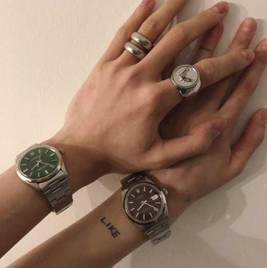 Hyuna ve E'Dawn çift saatlerini gösterdi