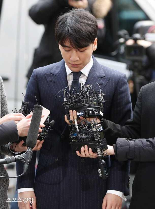 Polis Seungri'nin soruşturmalarına muhtemelen onu tutuklayıp devam edecek