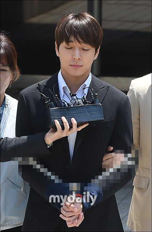 Choi Jonghoon ve Yuri'nin abisi Kwon Hyuk Joon soruşturmalar için karakoldaydı