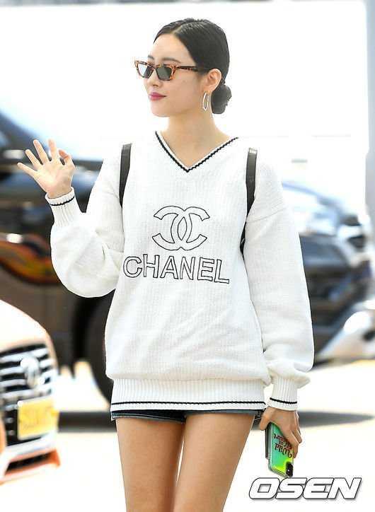 Sunmi havaalanında Chanel giydi
