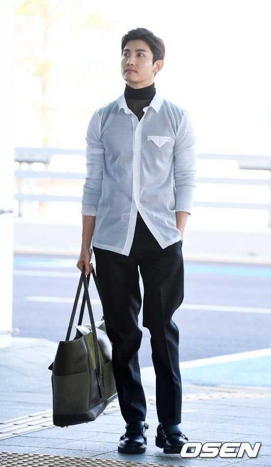 Changmin havaalanında uzun boyuyla dikkatleri üzerine çekti