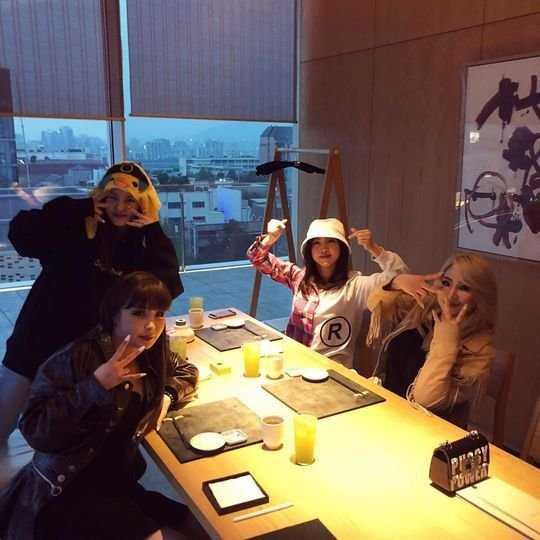 2NE1 üyeleri grubun 10. yılını birlikte kutladı