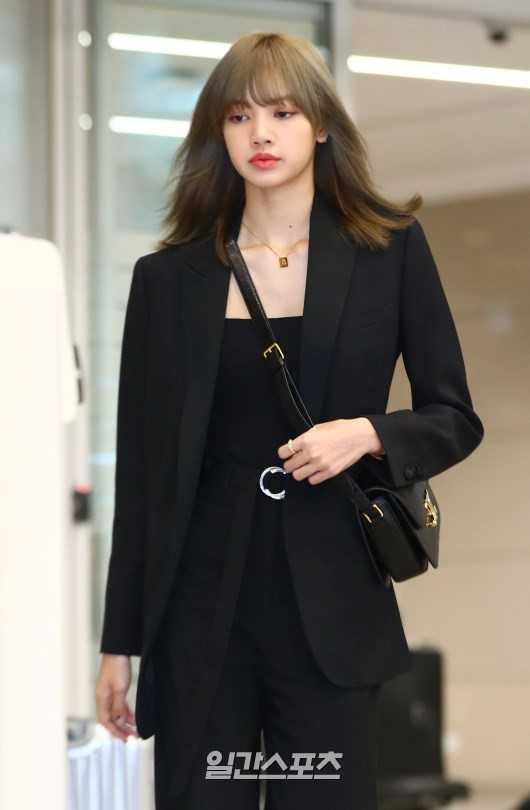 Lisa, Paris Moda Haftasından sonra Kore'ye döndü