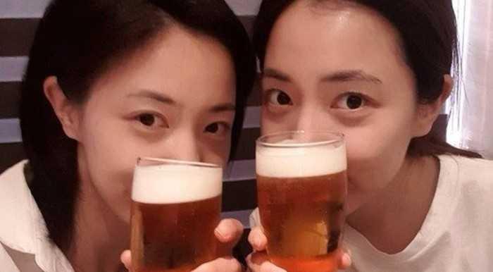 Hwayoung ve Hyoyoung birlikte bira içtiler