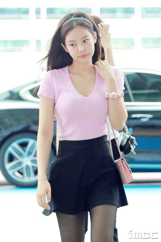Black Pink Jennie'nin havaalanı modası beğeni topladı