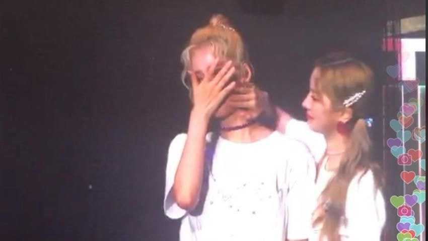 [THEQOO] Twice üyeleri Singapur konserinde Mina'dan bahsetti