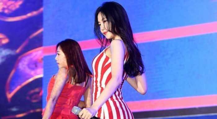 Son Naeun kusursuz vücuduyla etkiledi