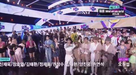 [PANN] Bae Jinyoung, Kang Daniel için çiçek tuttu
