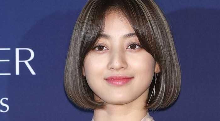 Jihyo ilişkisini onayladıktan sonra ilk kez bir etkinliğe katıldı