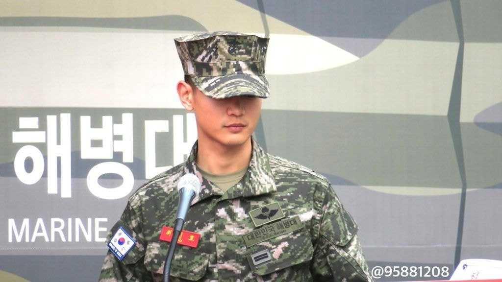 [THEQOO] SHINee Minho prens gibi görünüyor