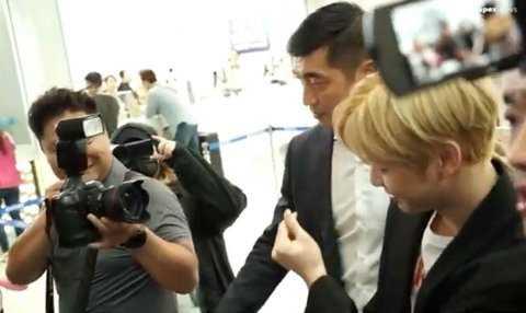 [PANN] Gazetecinin saçını değiştirdiğini fark eden Kang Daniel