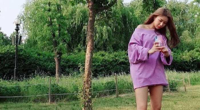 Yoobin yeni fotoğrafında güzel bacaklarıyla ilgi çekti