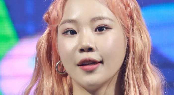 JooE pastel pembe saçıyla ilgi çekti