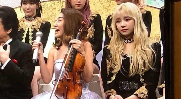 [THEQOO] IZ*ONE Jo Yuri saçlarını sarı yaptı