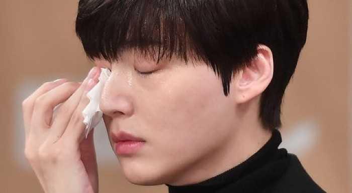 [THEQOO] Ahn Jae Hyun, basın konferansında stresten ter döktü