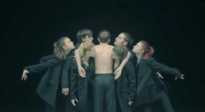 BTS'in yeni albümünden ön yayın 'Black Swan' çıktı