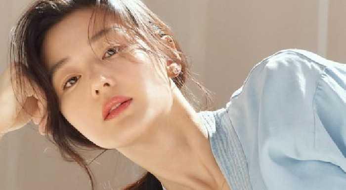Jun Ji Hyun mücevher modeli olarak poz verdi