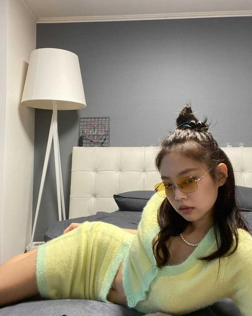 [THEQOO]Black Pink Jennie'nin evinde kendi kendine yaptığı fotoğraf çekimi