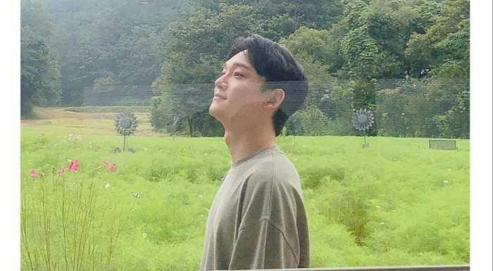 [THEQOO]Chen, EXO-L hayran kulübünün 6. yılını kutladığı için eleştiri aldı