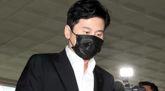 Yang Hyun Suk kumar oynadığı suçlamalarını kabul etti, uyuşturucu konusunda sessiz kaldı