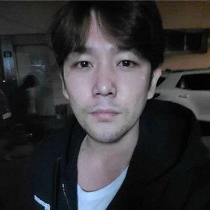 [THEQOO] Eski Super Junior üyesi Kangin'in yeni fotoğrafı endişelendirdi