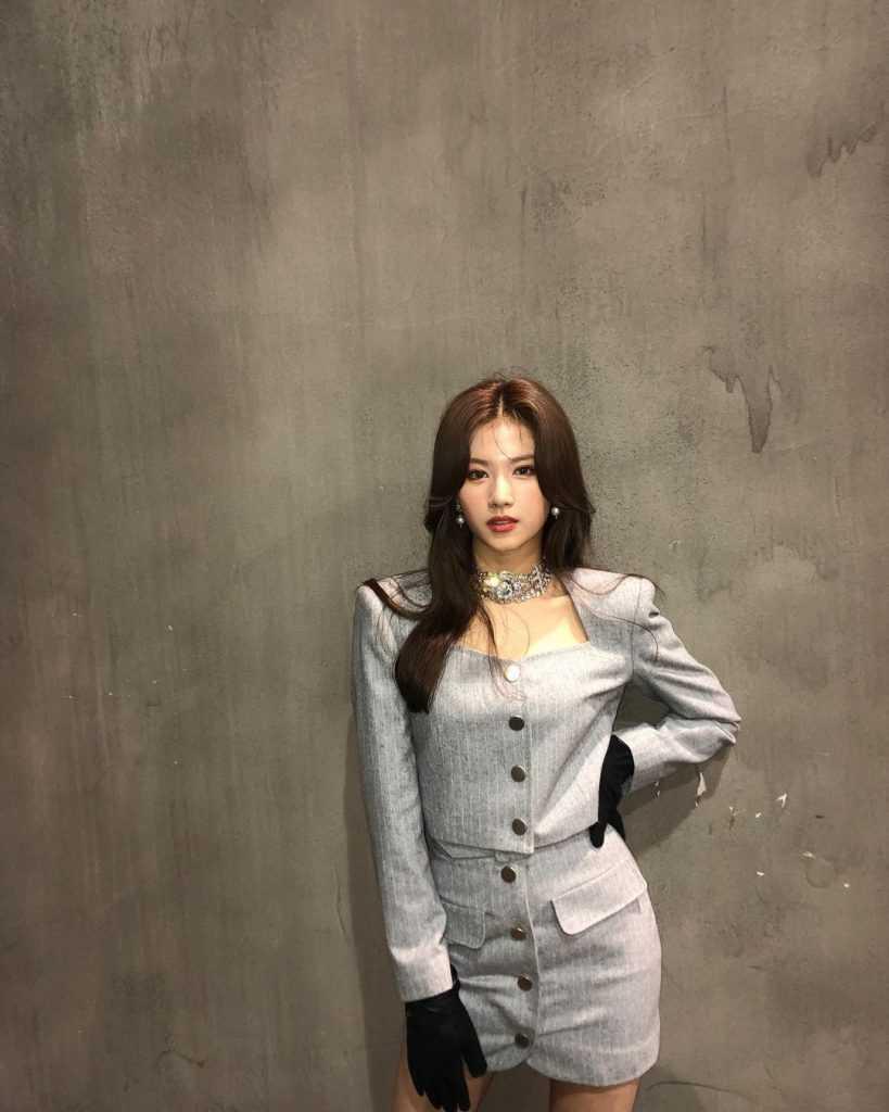 [THEQOO] Twice Sana'nın yeni fotoğrafları beğeni topladı