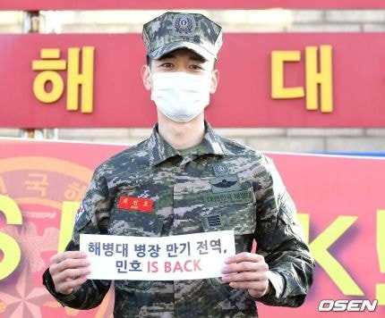 [THEQOO]SHINee Minho askerden terhis oldu