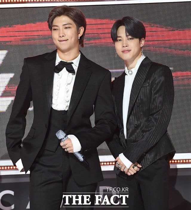 bts on the fact music awards red carpet 11